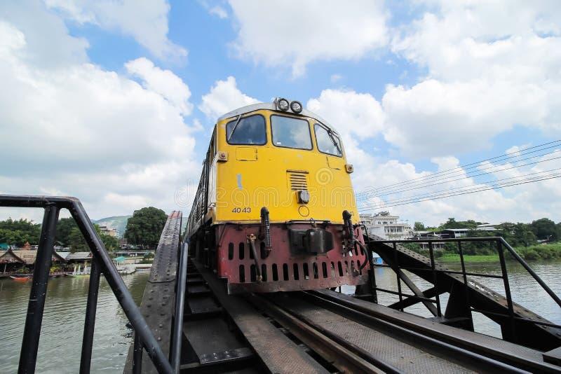 Tren en el río Kwai fotografía de archivo libre de regalías