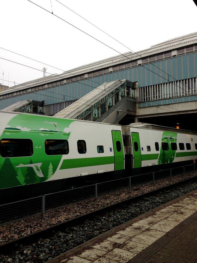 Tren en Helsinki del viaje del finlad imagenes de archivo