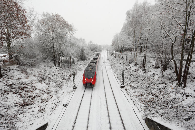 Tren en invierno foto de archivo