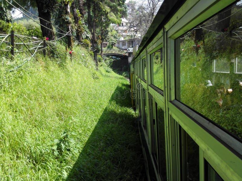 Tren en las colinas imágenes de archivo libres de regalías