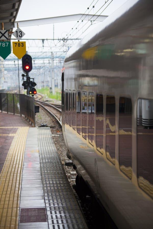 30 08 2015 Tren expreso de 885 Intercity Limited por Kyushu Railwa imagen de archivo libre de regalías