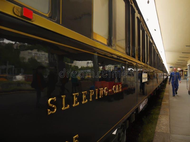 Tren expreso de lujo de Oriente, tren icónico fotografía de archivo libre de regalías