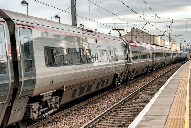 Tren expreso Euston límite de Londres, Reino Unido fotos de archivo libres de regalías