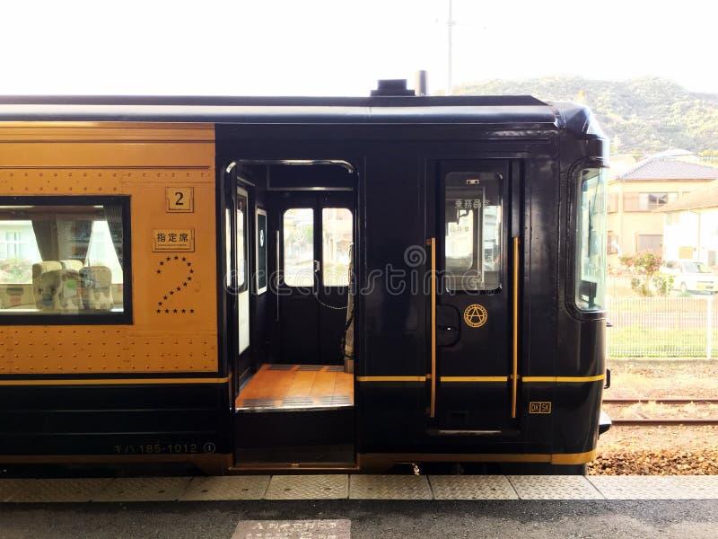 Tren expreso limitado en Kyushu fotos de archivo