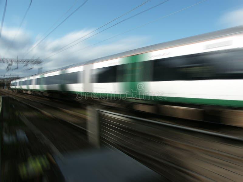 Tren ferroviario a la velocidad fotos de archivo