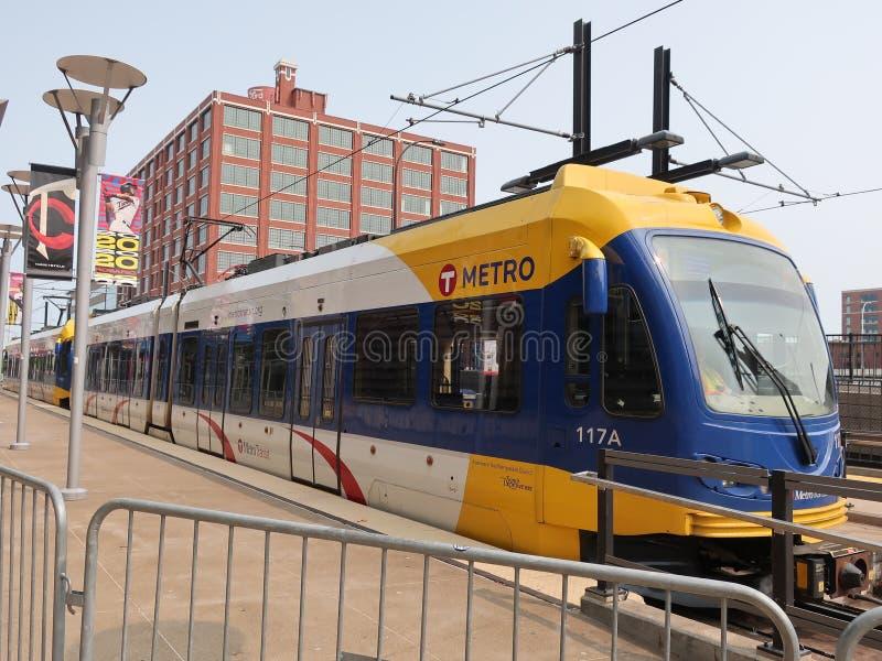 Tren ligero del carril en Minneapolis céntrica imágenes de archivo libres de regalías