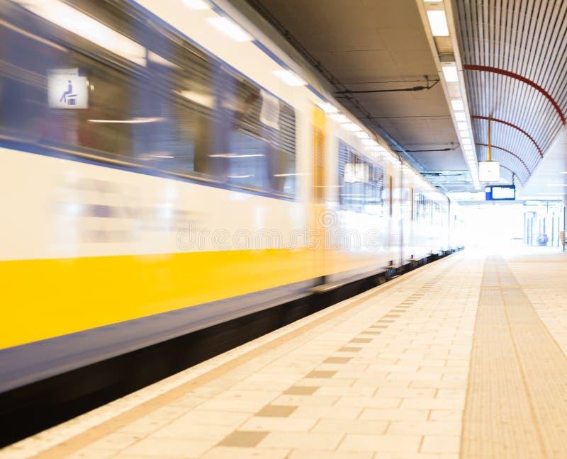 Download Tren móvil foto de archivo. Imagen de ferrocarril, blurry - 64212536