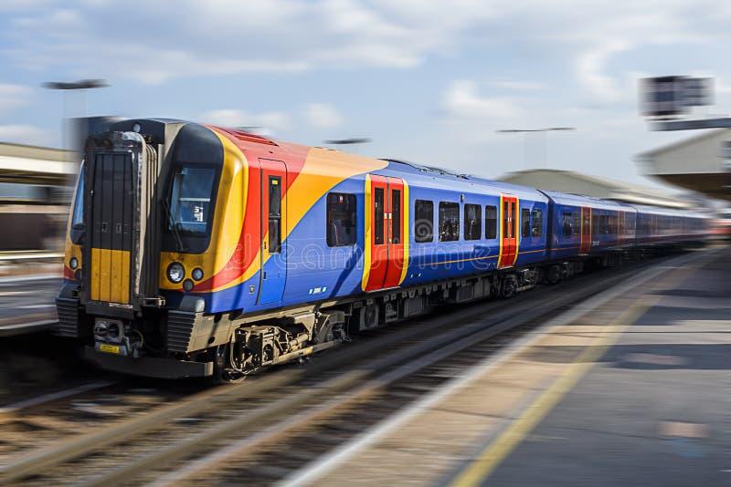 Tren nacional del carril en el movimiento foto de archivo