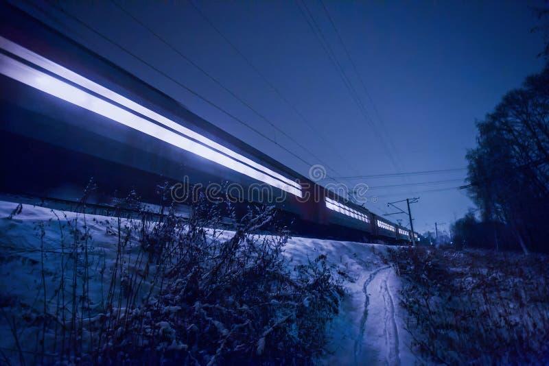 TREN NOCTURNO en Rusia Railway? transiberiano imagen de archivo libre de regalías
