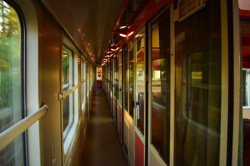 Tren que viaja fotografía de archivo
