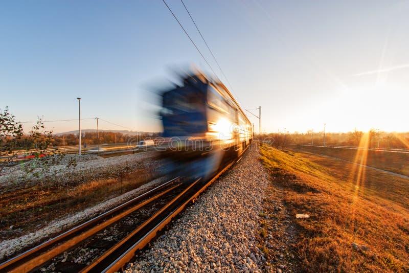 Download Tren rápido foto de archivo. Imagen de locomotora, plataforma - 41910612