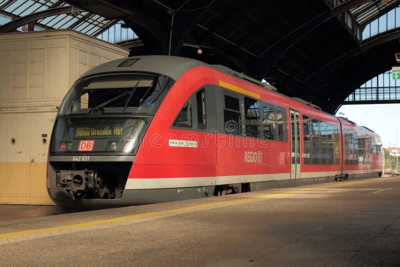 Tren rojo alemán imagenes de archivo