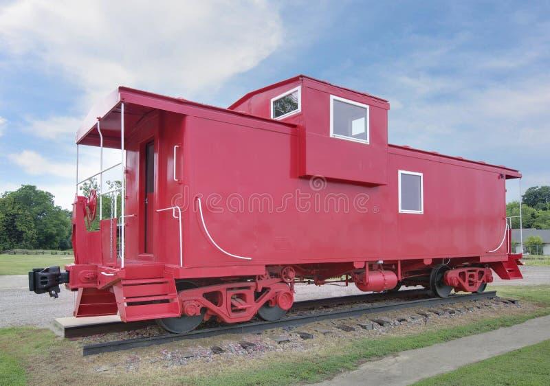 Tren rojo del Caboose en la exhibición fotos de archivo