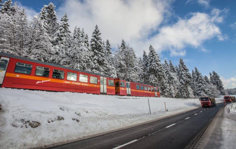 Tren rojo, Suiza II fotos de archivo libres de regalías