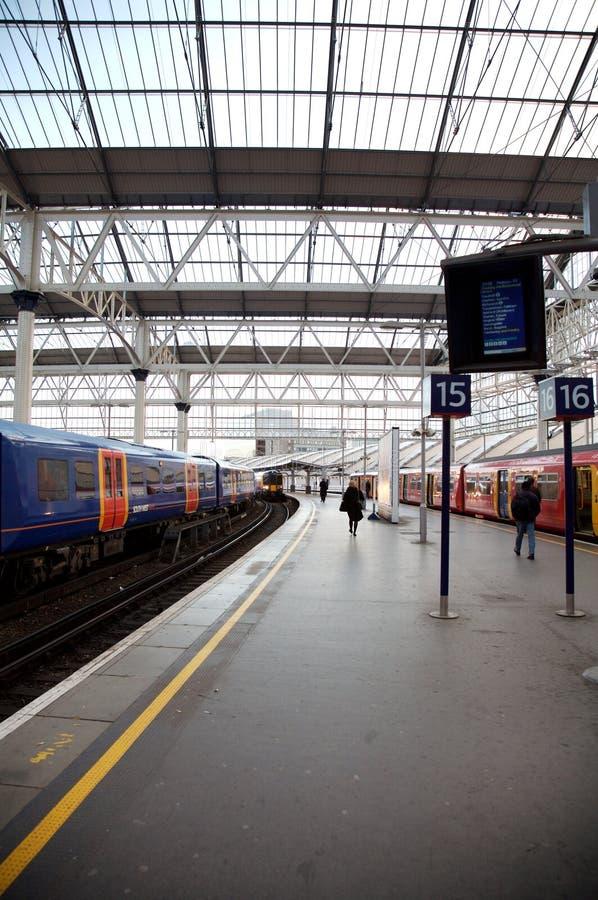Tren subterráneo, estación de Londres de Waterloo imagen de archivo libre de regalías