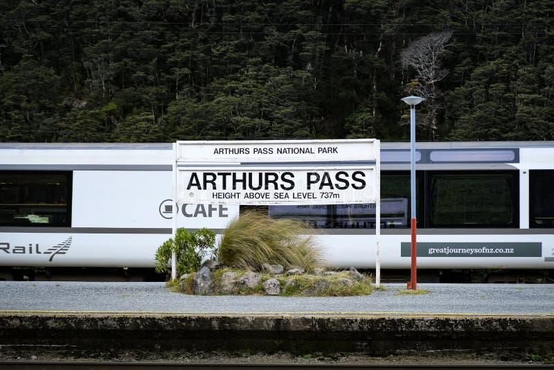 Tren transalpino en la isla del sur de Nueva Zelanda imagen de archivo