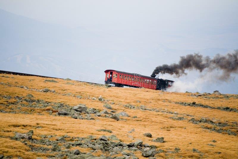 Tren turístico en Mt Washington en un día nublado de la caída foto de archivo libre de regalías