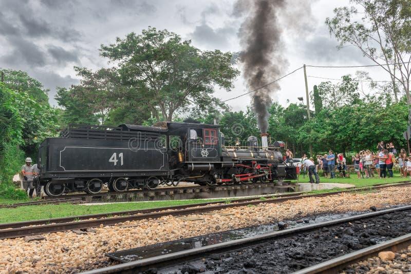 Tren viejo ( Maria Fumaca ) en Tiradentes, una ciudad colonial imagen de archivo libre de regalías