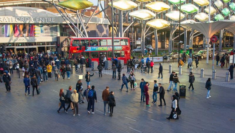Tren y estación de metro internacionales, Londres de Stratford imagenes de archivo