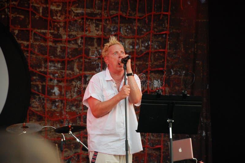 Trencin, Slovacchia - 9 luglio 2011: L'esecuzione di Johnny Rotten vive con PIL limitato immagine pubblica, ex Sex Pistols al fes fotografia stock libera da diritti