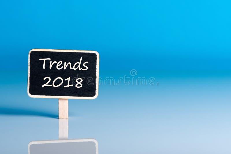 Trender 2018 Tendenser, trend, krimskrams och prognoser för det nästa året Modell med tomt utrymme för text royaltyfria bilder