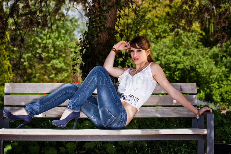 trendig flickatonåring fotografering för bildbyråer