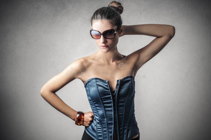 trendig kvinna arkivfoto