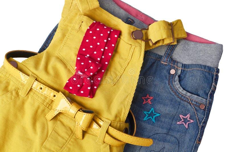Trendig overall med jeans för liten flicka arkivbild