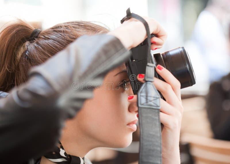 Trendig ung fotograf arkivbilder