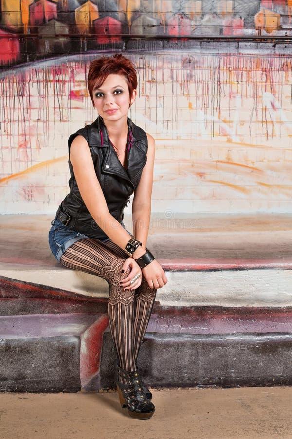 Trendig ung kvinna arkivbilder