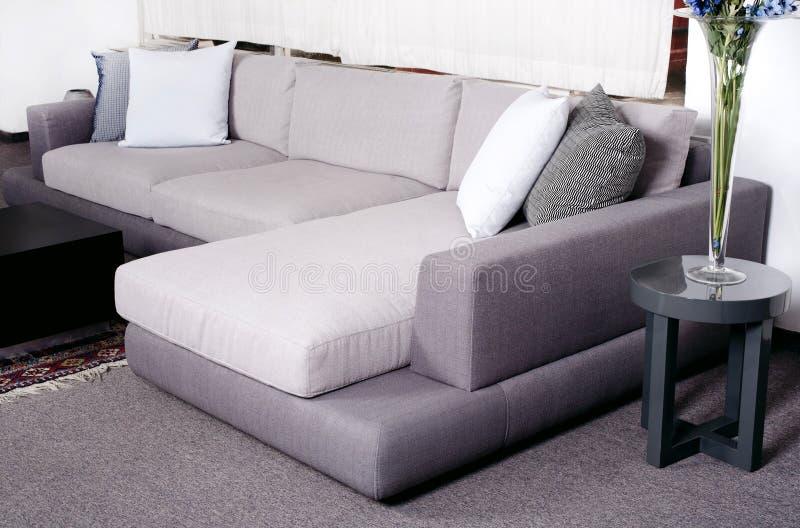 Trendy woonkamer stock foto. Afbeelding bestaande uit licht - 16027030