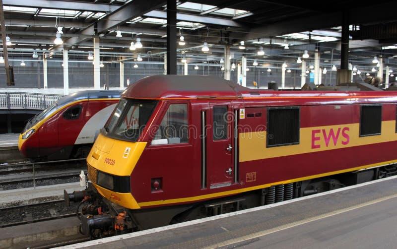 Trenes eléctricos en la estación de Londres Euston imagen de archivo