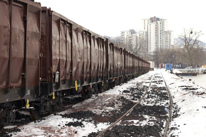 Trenes en invierno de la yarda de la carga fotos de archivo