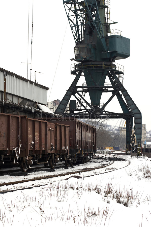 Trenes en invierno de la yarda de la carga imagen de archivo libre de regalías