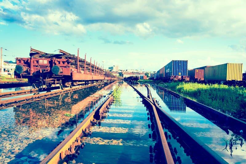 Trenes inundados imagenes de archivo