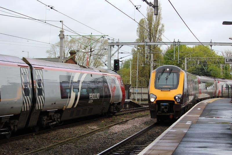 Treni di Voyager e di Pendolino a Wolverhampton immagini stock libere da diritti
