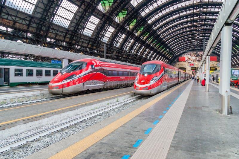 Trenitaliahogesnelheidstrein in Milan Central Station royalty-vrije stock afbeelding