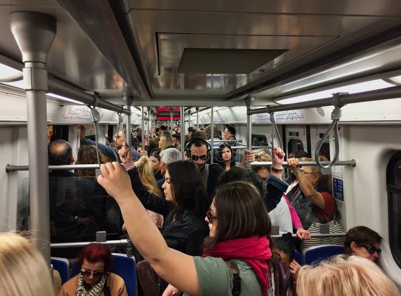 Treno all'ora di punta di mattina, Grecia della metropolitana di Atene immagine stock libera da diritti