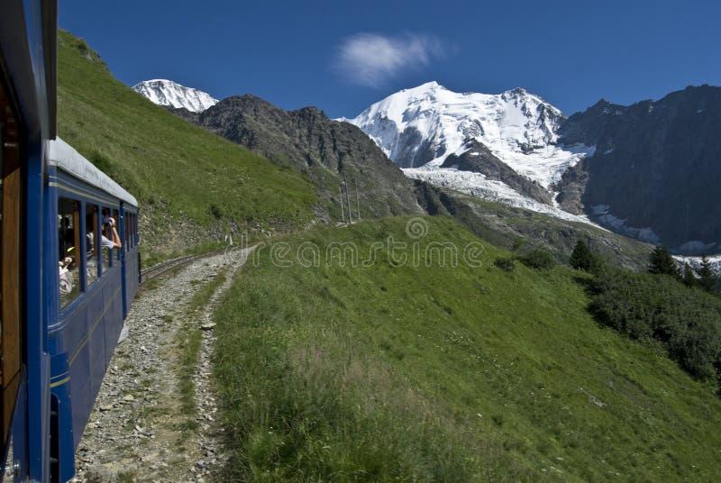 Treno alpino in Francia (blanc della tramway du mont) fotografia stock libera da diritti