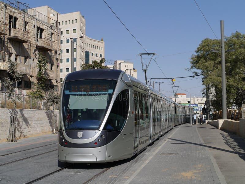 Treno chiaro della guida a Gerusalemme immagine stock