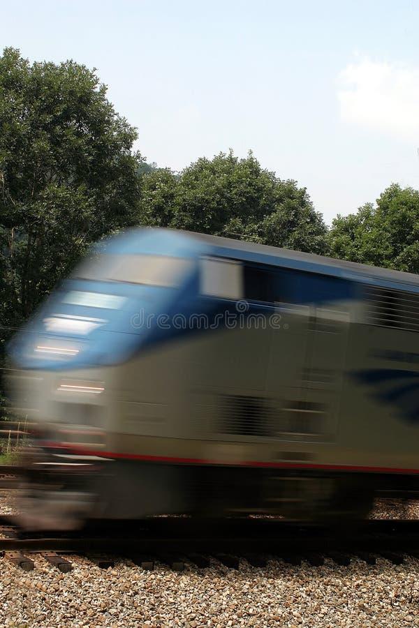 Download Treno commovente immagine stock. Immagine di viaggio, ferrovia - 215155