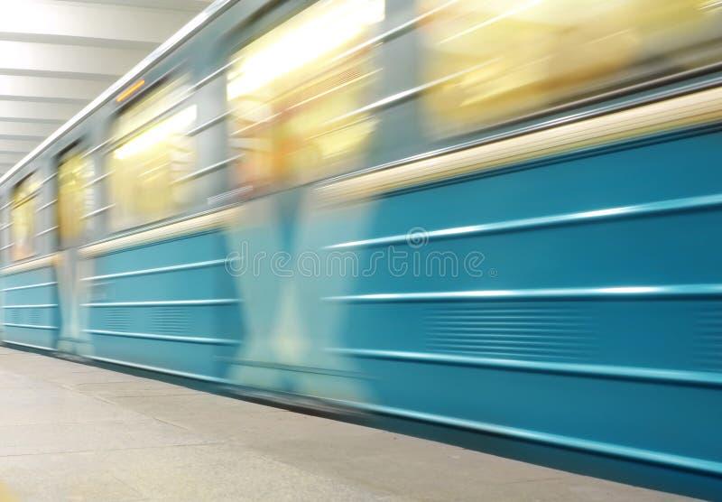 Treno commovente della metropolitana fotografia stock