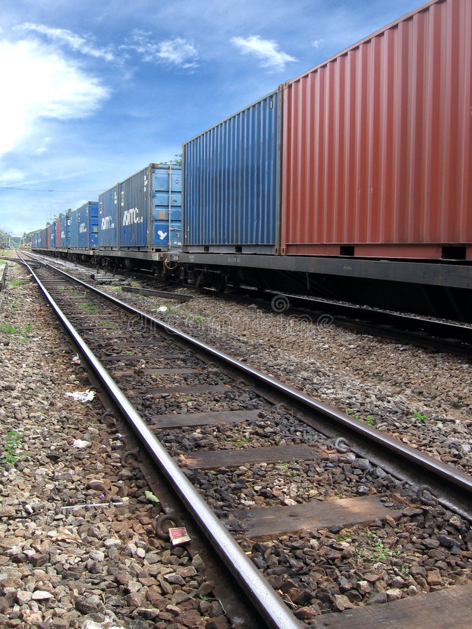 Treno con carico immagine stock