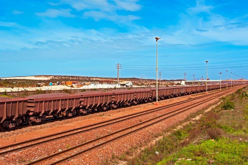 Treno del minerale di ferro immagini stock