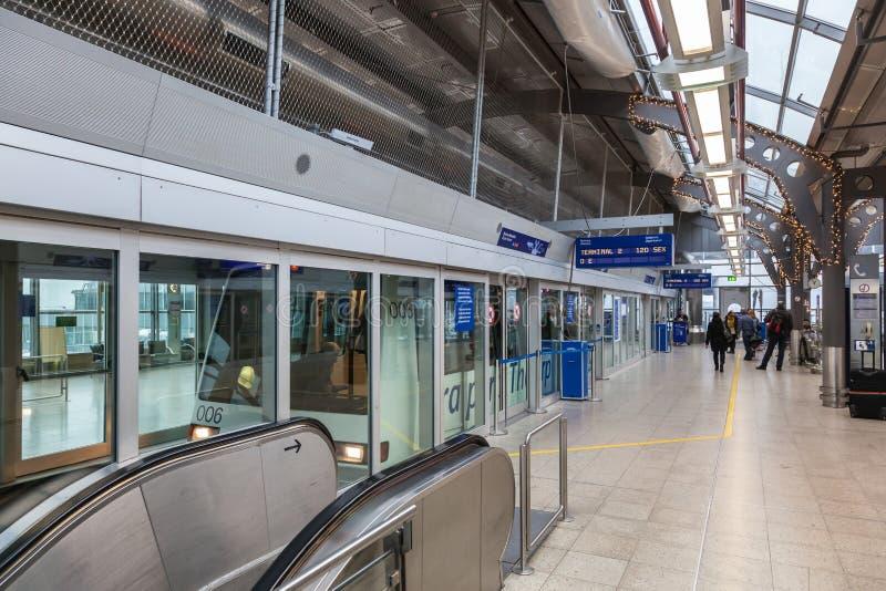Treno dell'orizzonte all'aeroporto di Francoforte fotografie stock libere da diritti