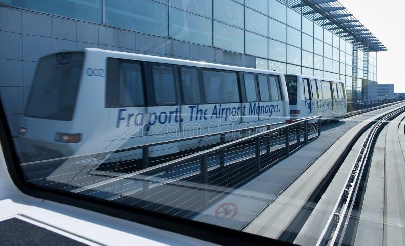Treno dell'orizzonte all'aeroporto internazionale di Francoforte fotografie stock