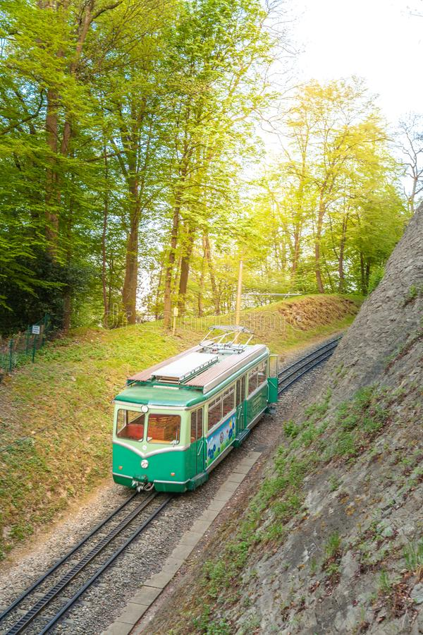 Treno di Drachenfels in Koenigswinter Siebengebirge GermanyPeople immagini stock