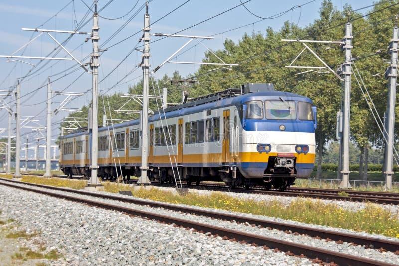 treno di funzionamento dei Paesi Bassi della campagna fotografia stock
