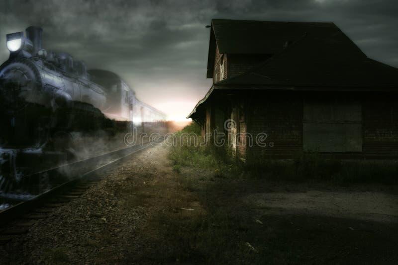 Treno di notte preciso immagini stock