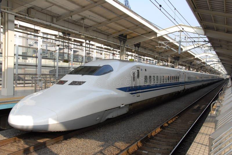 Treno di richiamo alla stazione di Kyoto fotografia stock libera da diritti